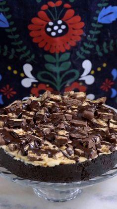 Torta snickers bem crocante, gostosa e fácil, pois não vai ao forno.