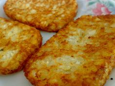McDonald's Hash Brown Recipe…I've got to try this! Waters More from my site Mcdonalds Hash Browns Recipe – How To Make Fast Food Style Hash Browns Hash Brown Mcdonalds Recipe, Mcdonalds Recipes, Breakfast Desayunos, Breakfast Potatoes, Breakfast Recipes, Breakfast Hash Browns, Homemade Breakfast, Hash Brown Patties, Cheese Omelette