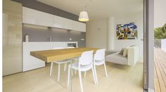Located in the dynamic centre of Jesolo Lido, a few hundred metres from central Piazza Mazzini and Piazza Aurora, in a fully renovated building, the LAGO REAL ESTATE Jesolo is a design-driven flat with a welcoming, causal style.