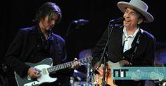 O músico traz a sua banda para uma atuação em março. Os bilhetes são colocados à venda esta sexta-feira.