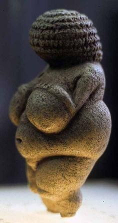 Magick Wicca Witch Witchcraft: Venus of Willendorf, circa 25000 BCE European Paleolithic: Aurignacian Limestone, Austria. Ancient Goddesses, Gods And Goddesses, Ancient History, Art History, Art Pariétal, Paleolithic Art, Art Ancien, Art Premier, Mother Goddess