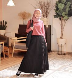Discover recipes, home ideas, style inspiration and other ideas to try. Hijab Casual, Ootd Hijab, Hijab Chic, Girl Hijab, Modern Hijab Fashion, Muslim Women Fashion, Style Outfits, Fashion Outfits, Hijab Mode Inspiration