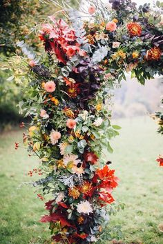 How stunning is this autumnal wedding bouquet arch from @rockmywedding, the colours are perfect for a crisp autumnal wedding #weddingceremonydecor #weddingreceptiondesign #weddingdetails
