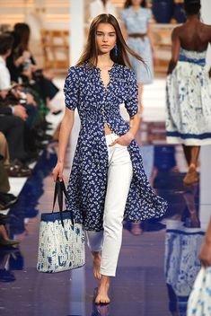Model in Look 03 from Ralph Lauren's Spring 2018 Fashion Show Kurti Designs Party Wear, Kurta Designs, Blouse Designs, Runway Fashion, Fashion News, Dress Over Pants, Modelos Fashion, Vetement Fashion, Looks Chic