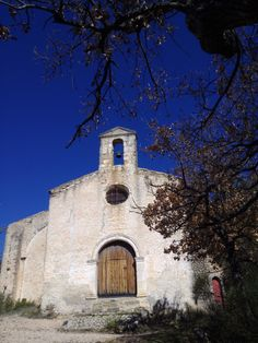 L'Hermitage on the Luberon, 30 mins walks from the village center, dated from the 11th century/ L'Hermitage sur le Luberon datant du 11eme siecle, est accessible a pied a partir des Galets apres une ballade de 30mins