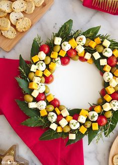 Aperitif Cheese platter Christmas wreath - Aperitif Cheese Tray Christmas wreath – a recipe without cooking, easy and quick to make to impre - Christmas Cheese, Christmas Party Food, Xmas Food, Christmas Appetizers, Christmas Cooking, Snacks Für Party, Appetizers For Party, Appetizer Recipes, Party Party
