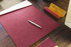 Luxe up your at-home office with this beautiful desk pad with a magnetized paperweight, artfully crafted in Italy. Structure made by two rigid panels Covered in leather and nubuck. #domuscollection #deskpadfold #woodenpenholder  #desk #stationery #leather #foglizzoleathergoods