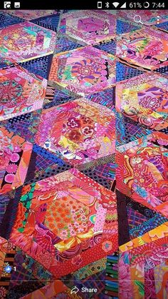 how to do crazy patchwork Batik Quilts, Scrappy Quilts, Patchwork Quilting, Quilting Projects, Quilting Designs, Quilting Templates, Quilting Ideas, String Quilts, Colorful Quilts
