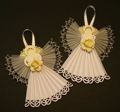 Paper rosette angels-wow, we made these out of wide wired edge ribbon in the early 80's... with bead heads!  Love these!