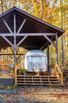 Unearth this restored vintage Airstream near Tranquil Pond in Georgia. This is sure to be the perfect spot to relax and unwind. Airstream Camping, Airstream Living, Airstream Trailers, Travel Trailers, Camping Tips, Rv Trailer, Camping Cabins, Camping Glamping, Luxury Camping