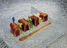 Cotoletta di tonno con salsa alle olive nere