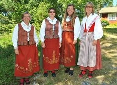 Skärgårdsdräkter och Skedevidräkt - Östergötland Folk Costume, Costumes, Frozen Costume, Daily Dress, Folklore, Sweden, Ethnic, Fashion Dresses, Textiles