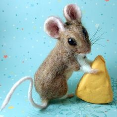 dolls needlefelt Needle Felted Art by Robin Joy Andreae: The Little Give-Away Mouse is Finished Needle Felted Animals, Felt Animals, Cute Baby Animals, Wooly Bully, Stuart Little, 3d Figures, Needle Felting Tutorials, Cute Mouse, Mini Mouse