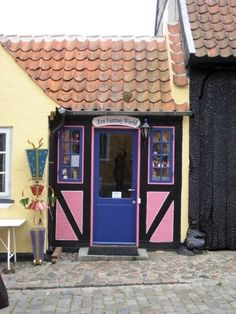 Ærø - love the small streets and old houses in beautiful Ærøskøbing.