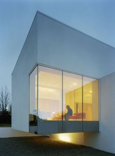 Cantilever glass