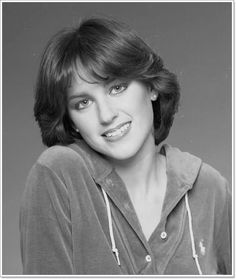 Who is Dorothy Hamill? Dorothy Hamill is a well know figure skater who was born in Chicago, Illinois. 1970s Hairstyles, Wedge Hairstyles, Hairstyles Haircuts, Trendy Hairstyles, 80s Short Hair, Short Hair Cuts, Short Hair Styles, Dorothy Hamill Haircut, Princess Diana Hair