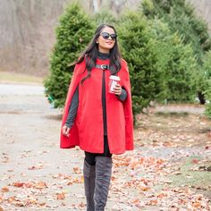 This festive red cape outfit from @jcpenney is up on the blog 🎄There's also a #GIVEAWAY to get your hands on a glitter purse perfect for your holiday outfits 🎁✨Link in profile 👍🏼 #ad http://liketk.it/2pOqB @liketoknow.it #liketkit  #ltkholiday #ltkunder50 #wiw
