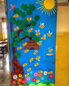 Examples of trash bucket design Preschool Classroom Decor, Classroom Themes, Board Decoration, Class Decoration, Bee Crafts For Kids, Art For Kids, Kita Portal, School Door Decorations, School Doors