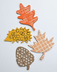 Art Ideas For Kids – Cardboard Printmaking. Your children will love 'making their mark' with everyday objects from around the house // MollyMooCrafts.com