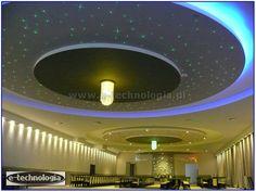 Żyrandol światłowodowy w  sali weselnej.