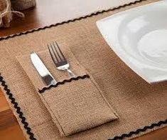 İlgili resim Burlap Projects, Burlap Table Runners, Nature Crafts, Table Decorations, Tableware, Diy, Embroidery, Design, Home Decor
