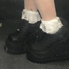 Aesthetic Shoes, Goth Aesthetic, Aesthetic Clothes, Mode Grunge, Grunge Goth, Botas Grunge, Cute Shoes, Me Too Shoes, Bobbies Shoes