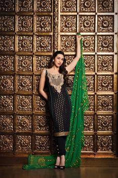 Kareena Kapoor in outfit by Faraz Manan