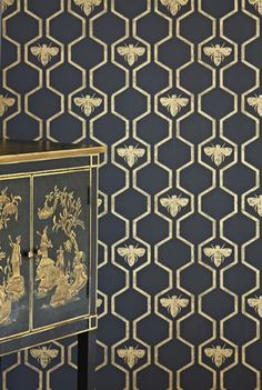 Gold Honey Bee Wallpaper Metallic and Luxurious & Stunning! This all over geometric trellis wallpaper design featuring motif's of honey bee's. Shown here in the charcoal and gold colorway. Wallpaper Stores, Wall Wallpaper, Wallpaper Online, Honeycomb Wallpaper, Trellis Wallpaper, Metallic Wallpaper, Geometric Wallpaper Kitchen, Bathroom Wallpaper, Wallpaper Wallpapers