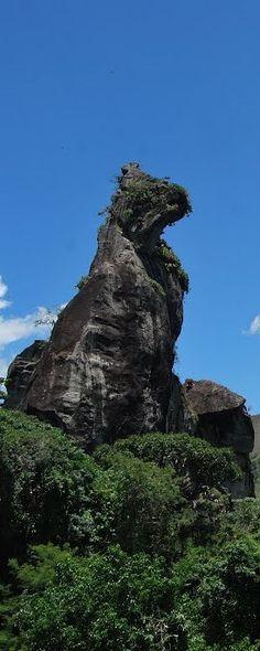 Pedra do Cão Sentado (Sitting Dog Stone) em Nova Friburgo/RJ -Brasil