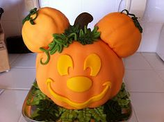 A pumpkin Mickey Mouse cake from Kaylynn Cakes
