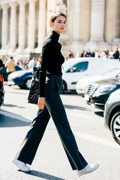 French model Ophelie Guillermand's timeless and elegant sense of style continues to get her noticed on the streets during Fashion Week. Estilo Fashion, Look Fashion, Ideias Fashion, Winter Fashion, Fashion Outfits, Womens Fashion, Fashion Trends, Petite Fashion, Fashion Tips