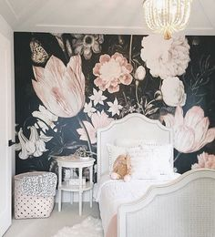 "1,808 gilla-markeringar, 182 kommentarer - Christina Loewen (@christinaloewen) på Instagram: ""On the blog: all the details of Scarlett's new room! This wall paper from @anewalldecor is what my…"""