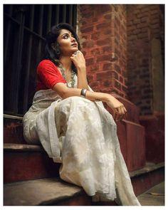 Indian Photoshoot, Couple Photoshoot Poses, Saree Photoshoot, Photoshoot Ideas, Wedding Couple Poses Photography, Portrait Photography Poses, Photography Poses Women, Indian Photography, Creative Photography