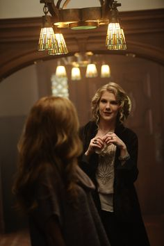 Lily Rabe as Nora Montgomery in AHS American Horror Story Season 1 Murder House. American Horror Story Characters, American Horror Story Seasons, Rhode Island, I Kill People, Innocent Person, Drama, Evan Peters, Badass Women, Horror Stories