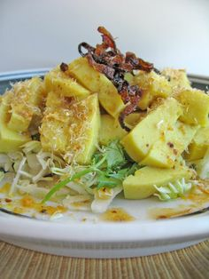 favorite dish hands down- burmese tofu salad Healthy Asian Recipes, Tofu Recipes, Indian Food Recipes, Cooking Recipes, Ethnic Recipes, Burmese Recipes, Burmese Food, Fresh Food Market, Tofu Salad
