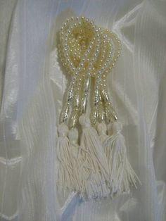 Para um evento em casa ou na sua festa, surpreenda seus convidados com esse lindo porta-guardanapos de perolas. Todo feito a mão.