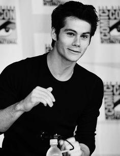 Yo: DEJA DE MIRARME, QUE ME DERRITO POR DENTRO! Dylan: Mery me! Yo: *Paro cardiaco en 3...2...1...* SIIIIIIIIIIIIIIIIII!!!!!