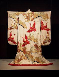 Kimono Flea Market Ichiroya offers you the authentic and charming old kimono direct from Japan with reasonable prices just as the price of the Japanese flea markets ! Traditioneller Kimono, Furisode Kimono, Kimono Fabric, Yukata, Japanese Textiles, Japanese Fabric, Japanese Outfits, Japanese Fashion, Japanese Geisha