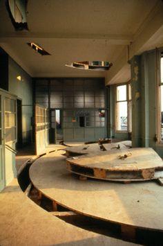 a deeper cut : art & architecture : gordon matta-clark : MACBA : barcelona Gordon Matta Clark, Study Architecture, Land Art, Sculpture Art, Sculptures, Urban Design, Installation Art, Contemporary Art, Artists