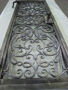 Vista d'insieme porta-inferriata ornamentale