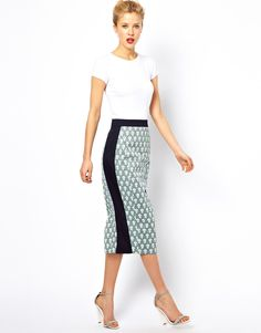 Pencil skirt and a t-shirt. Effortless fashion, style, cloth, aso pencil, pencil skirts, midi skirt, prints, contrast panel, pencils