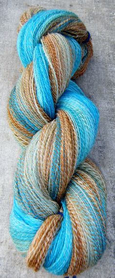 Beautiful handspun, stunning colours....