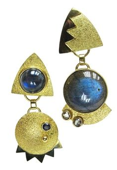 Labradorite steals the show in these funky earrings by artist Hannelore Gabriel. Contemporary Jewellery, Modern Jewelry, Jewelry Art, Silver Jewelry, Unique Jewelry, Funky Earrings, Soldering Jewelry, Metal Clay, Statement Jewelry