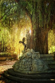 Monument to Gustavo Adolfo Bécquer, Maria Luisa Park, Seville, Spain The Places Youll Go, Places To See, All Nature, Spain And Portugal, To Infinity And Beyond, Parcs, Algarve, Beautiful Gardens, Enchanted