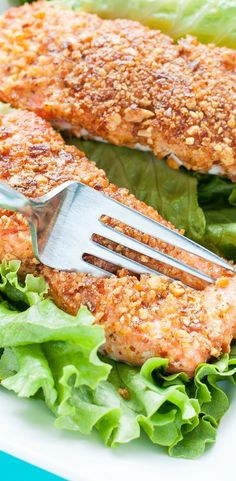 Sriracha Almond Salmon - we're OBSESSED with this healthy dinner and best of all? It's uber easy to make!