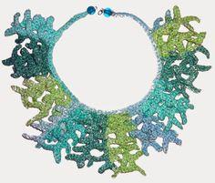 Collar tejido a crochet en hilo Sugar'n Cream Stripes matizado en tonos celestes y verdes