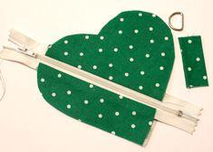 Ilahdutusta ja DIY:Sydänpussukka – Punatukka ja k… Small Sewing Projects, Sewing Projects For Beginners, Sewing Hacks, Sewing Tutorials, Kids Dress Patterns, Sewing Patterns, Denim Crafts, Handmade Birthday Cards, Love Sewing