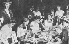 women at work WW1