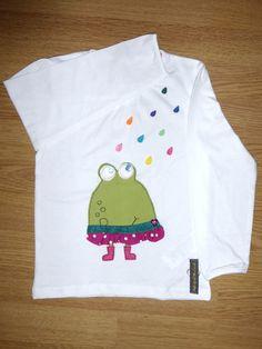 Camiseta personalizada a mano con lentejuelas, botones, telas y fieltro. Rana, Granota, Granouille, Frog.
