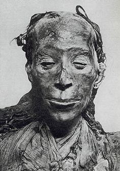 Top 10 Features of Women Over 1,000 Years Old >>> amazing mummies!